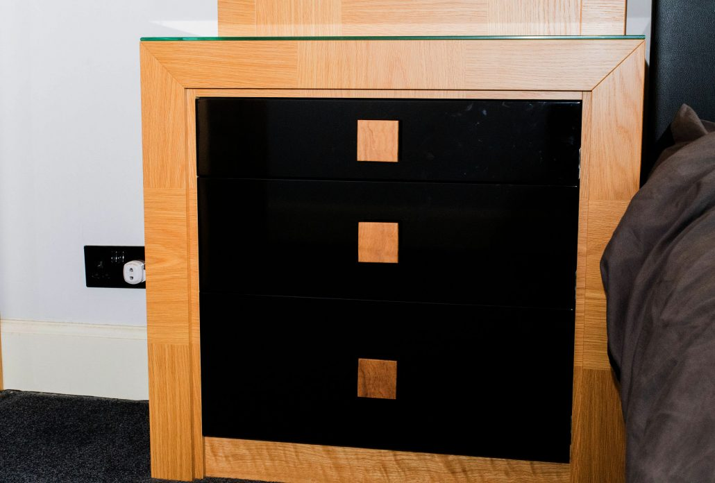 Oak Bedroom Wardrobes With Black Gloss Doors - Bespoke Kitchens ...
